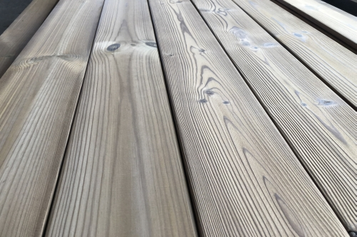 Brushed/not brushed thermowood